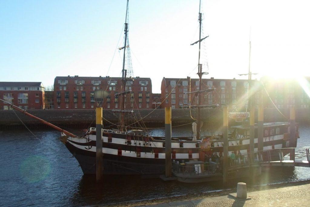 Barco Pirata Bremen - Restaurante - pannekoekschip - Imagen del barco restaurante de Bremen